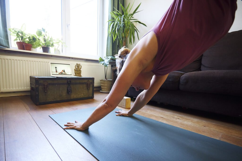Hoe voorkom je blessures bij online yoga?